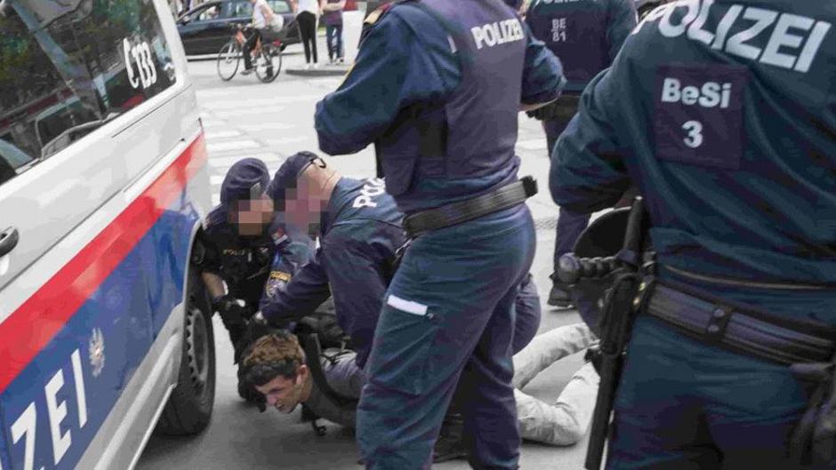 """Am 31. Mai hatten Aktivisten der Umweltschutzinitiativen """"Ende Geländewagen"""" und """"Extinction Rebellion"""" den Ring bei der Urania blockiert."""