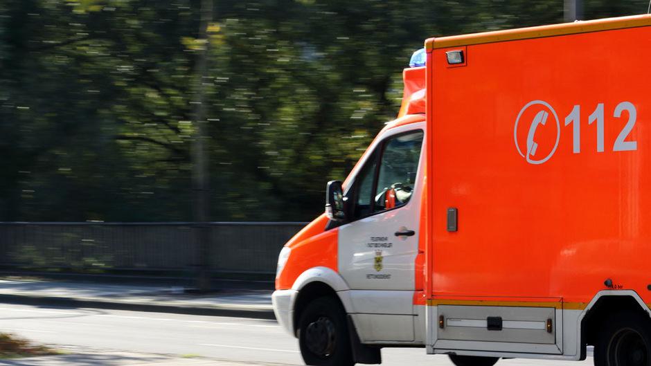 Feuerwehr half via Telefon: Bub (2) von Passanten